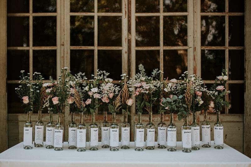 DIY plan de table mariage bouteilles fleurs