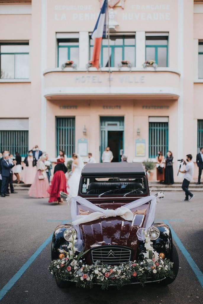 voiture décoration mariage deux chevaux